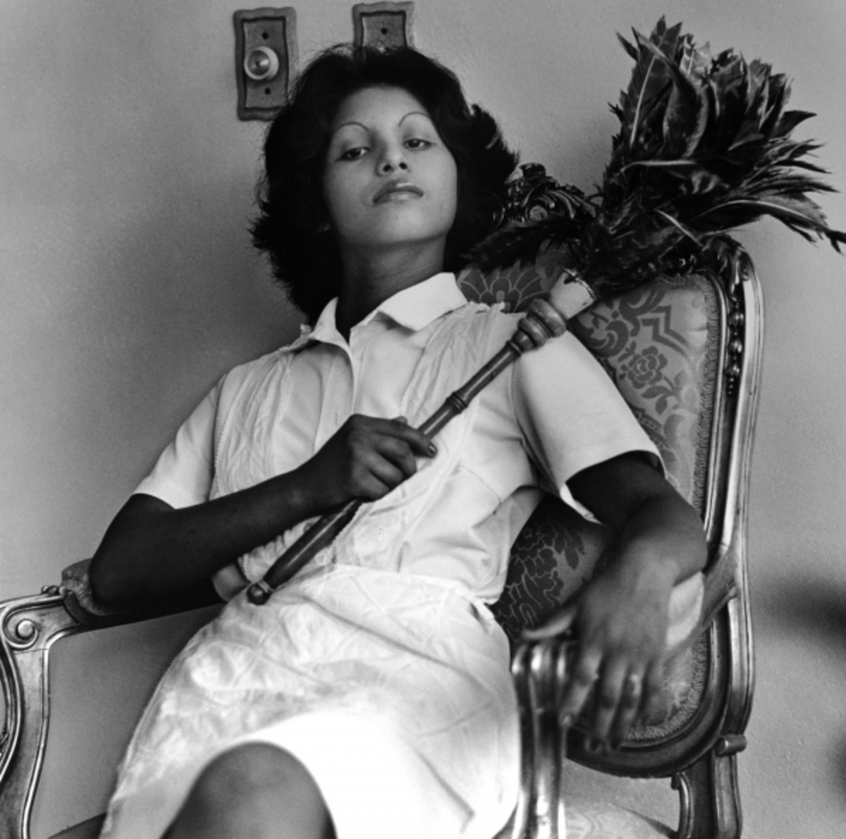 Sandra Eleta (born Panama, 1942). Edita (la del plumero), Panama (Edita [the one with the feather duster], Panama), 1977, from the series La servidumbre (Servitude), 1978-79. Black-and-white photograph, 19 x 19 in. (48.3 x 48.3 cm). Courtesy of Galeria Arteconsult S.A., Panama. © Sandra Eleta