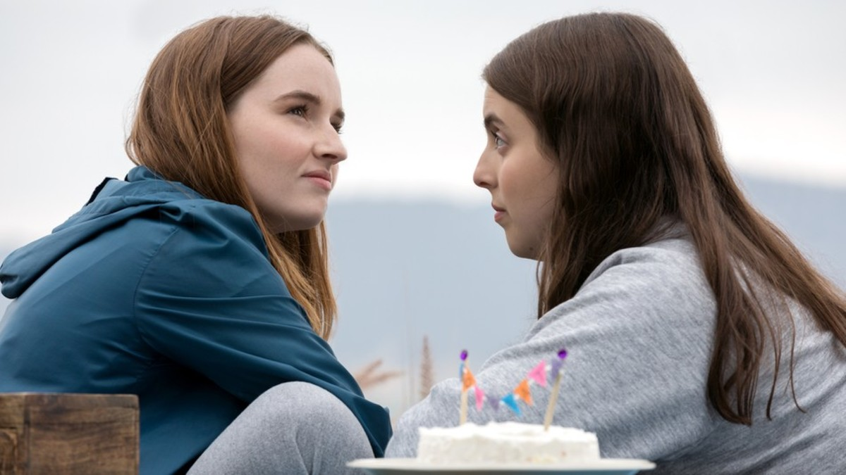 Kaitlyn Dever & Beanie Feldstein in Booksmart