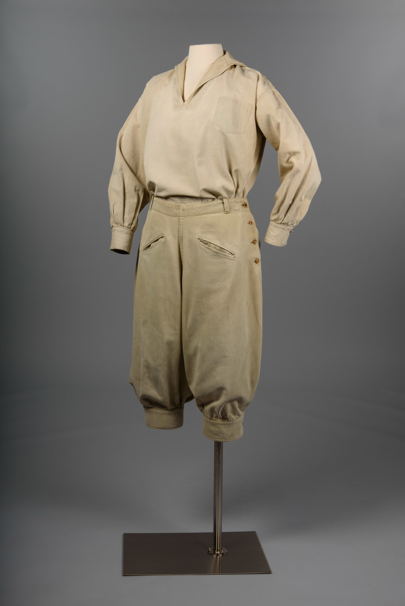 Hiking outfit, 1920s, gift of Mrs. Trevett Green © MOHAI Collection